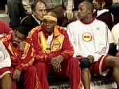 图文:[NBA]火箭客场战76人 弗朗西斯场下就座