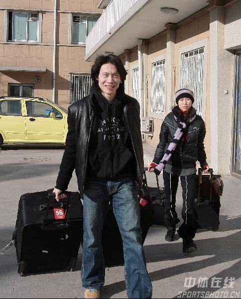 图文:出征世界花样滑冰总决赛 庞清佟健要出发