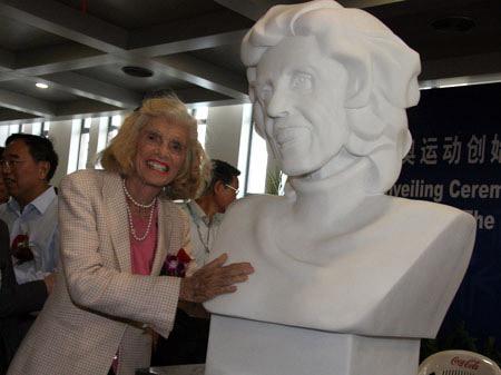 施莱佛女士与她的雕像