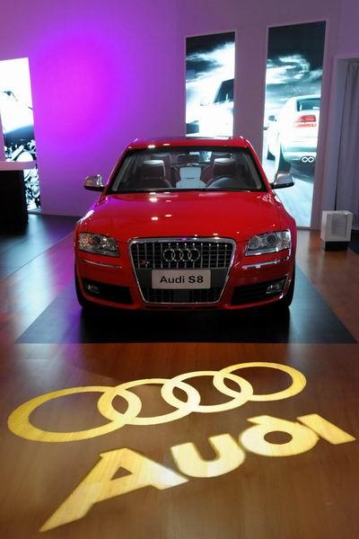 外型时尚、动感十足的顶级高性能轿车新奥迪S8