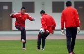 图文:中国国奥长沙备战 守门员独特训练