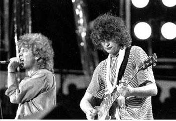 1985年,罗伯特·普兰特(左)和吉米·佩奇曾因为慈善演唱会LiveAid走到一起IC资料