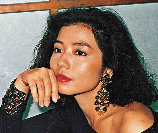 83年杜惠东为钟楚红拍的沙龙照,成为东京电影节的海报。
