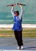 图文:科威特夺得一个奥运席位 举枪庆祝胜利