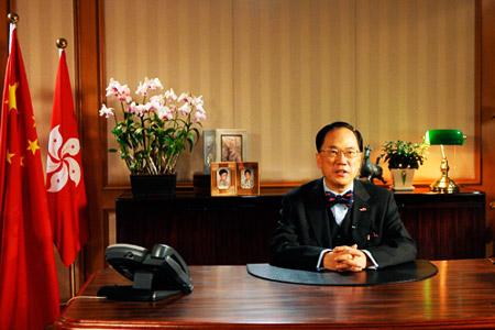 12月12日,曾荫权在香港发表电视讲话。