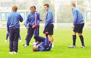 12月11日,美国国奥队队员在训练中。新华社发