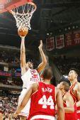 图文:[NBA]活塞负火箭 华莱士强突篮下