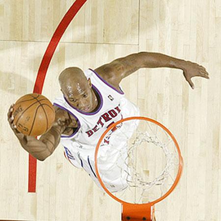 图文:[NBA]活塞负火箭 比卢普斯上篮