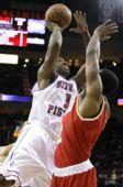 图文:[NBA]活塞负火箭 比卢普斯进攻