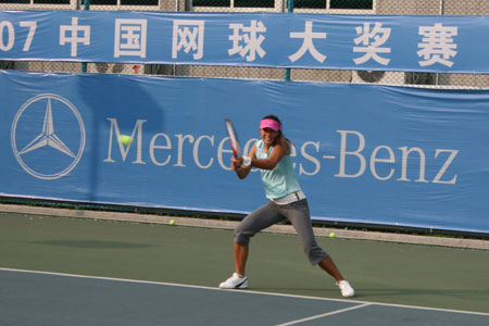 图文:孙甜甜备战中国网球大奖赛 甜甜全力备战