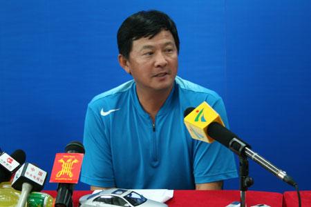 图文:国家网球队总结冬训 蒋宏伟总结女网