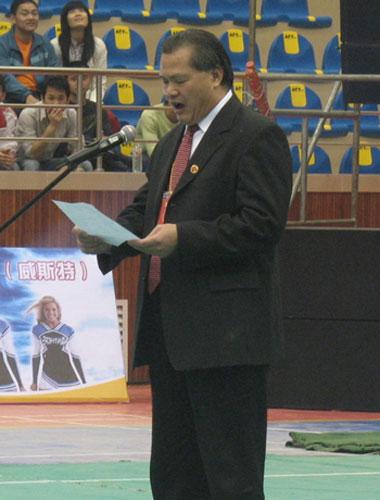 中国大学生健美操艺术体操协会主席许宗祥致辞