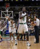 图文:[NBA]凯尔特人胜国王 加内特极度嚣张