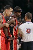 图文:[NBA]开拓者胜勇士 杰克逊不满判罚
