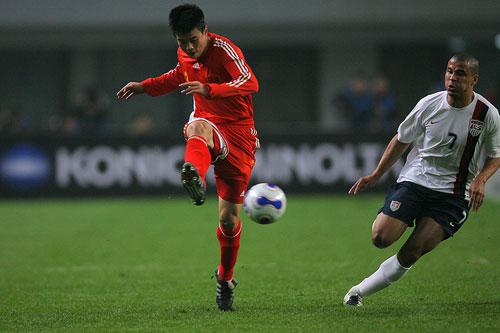 图文:[国奥]中国0-0美国 孙祥足上芭蕾