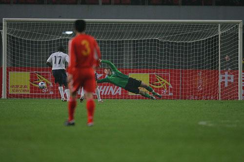 图文:[国奥]中国0-0美国 孙祥遗憾失良机