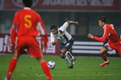 图文:[国奥]中国0-0美国 李玮峰临危不乱