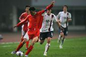 图文:[国奥]中国0-0美国 李玮峰大家风范