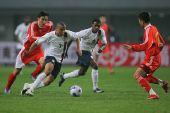 图文:[国奥]中国0-0美国 李玮峰逼退敌人