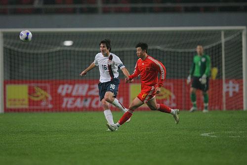 图文:[国奥]中国0-0美国 美国梅西亮相