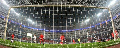 图文:[国奥]中国0-0美国  美国队攻门瞬间