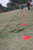 图文:国脚YOYO初训一次过关 必须脚踩红线