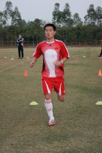 图文:国脚YOYO初训一次过关 肇俊哲在跑步