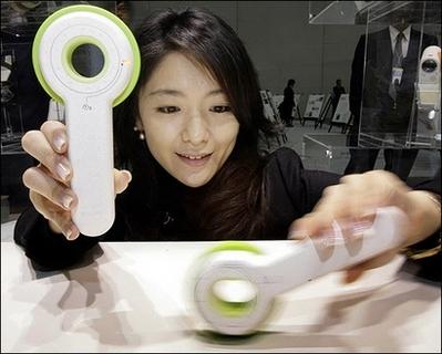 索尼展示手摇发电数码相机 转15圈拍一张照片(图)