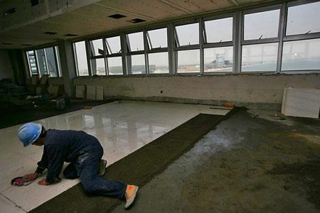 铺装静水艇库二楼地面瓷砖