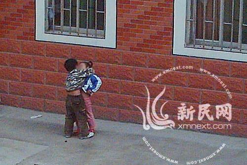 小孩可爱图片亲吻图片