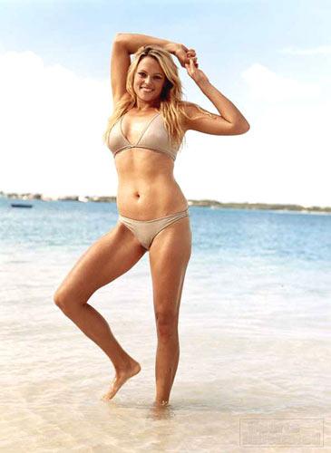 图文:垒球美女芬奇泳装写真 性感泳装动感十足