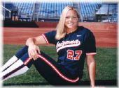 图文:垒球美女芬奇泳装写真 运动装更增魅力