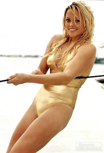 图文:垒球美女芬奇泳装写真 金发美女金色诱惑