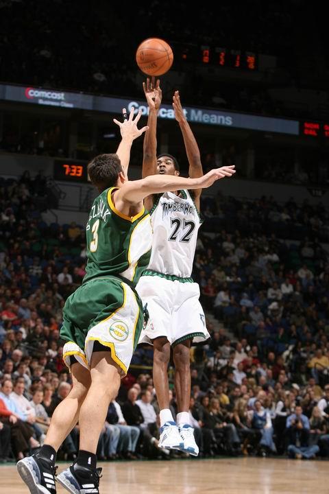 图文:[NBA]森林狼负超音速 布鲁尔跳投
