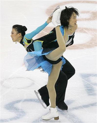 图文:花滑总决赛双人短节目 庞清佟健融为一体