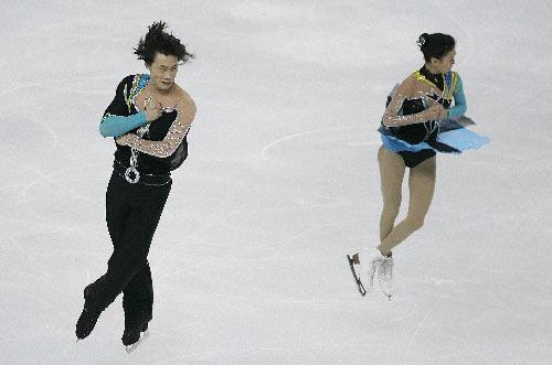 图文:花滑总决赛双人短节目 庞清佟健配合默契
