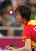 图文:女单张怡宁4-0胜李佳薇 张怡宁准备发球