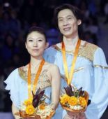 图文:花滑总决赛双人滑 庞清/佟健笑对镜头