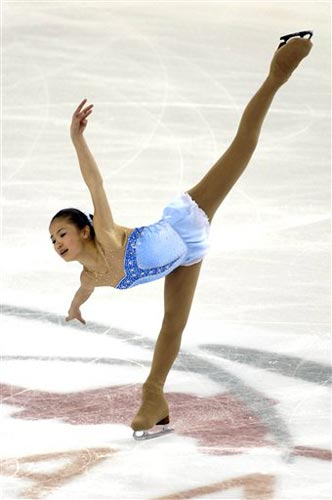 张圆圆冰上滑行