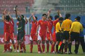 图文:[友谊赛]中国VS美国 赛后向球迷致谢