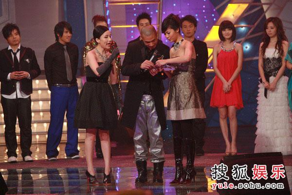 图:TVB金曲榜现场图片 宣布获奖