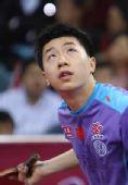 图文:马琳4-1马龙晋级男单决赛 马龙目视来球