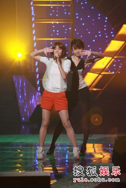 图:TVB金曲榜现场图片 Krusty现场热舞