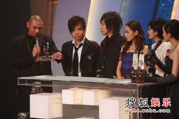 图:TVB金曲榜现场图片 水木年华获最佳组合银奖
