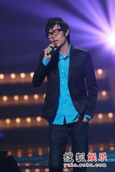图:TVB金曲榜颁奖典礼现场图片 方大同现场演唱