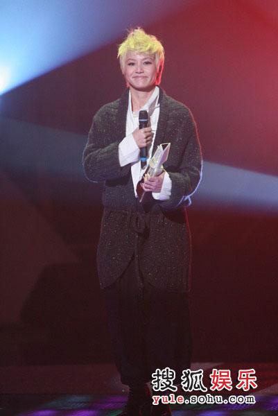 图:TVB金曲榜颁奖典礼现场 何韵诗现场演唱《木纹》