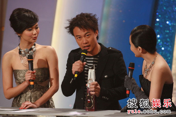 图:TVB金曲榜颁奖典礼现场 全球最爱粤语歌曲奖-陈奕迅《富士山下》