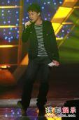 图:TVB金曲榜颁奖典礼现场 陈奕迅演唱《富士山下》
