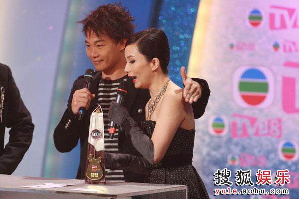 图:TVB金曲榜颁奖典礼现场 TVB8金曲奖最受欢迎男歌手-陈奕迅