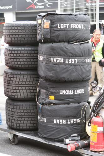 图文:[赛车]A1世界杯珠海站 车队的后备轮胎